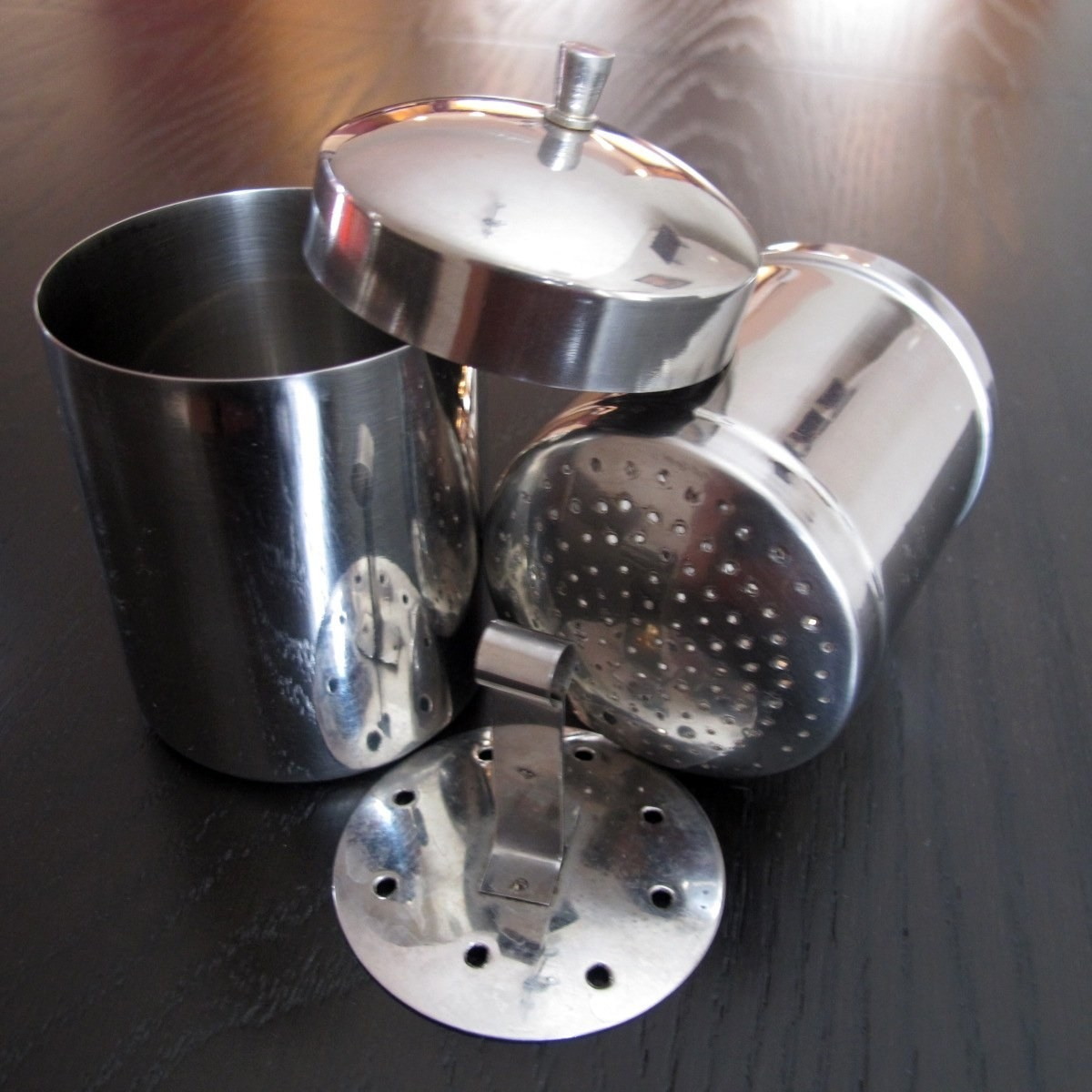 The coffee maker with its different parts laid out on a table