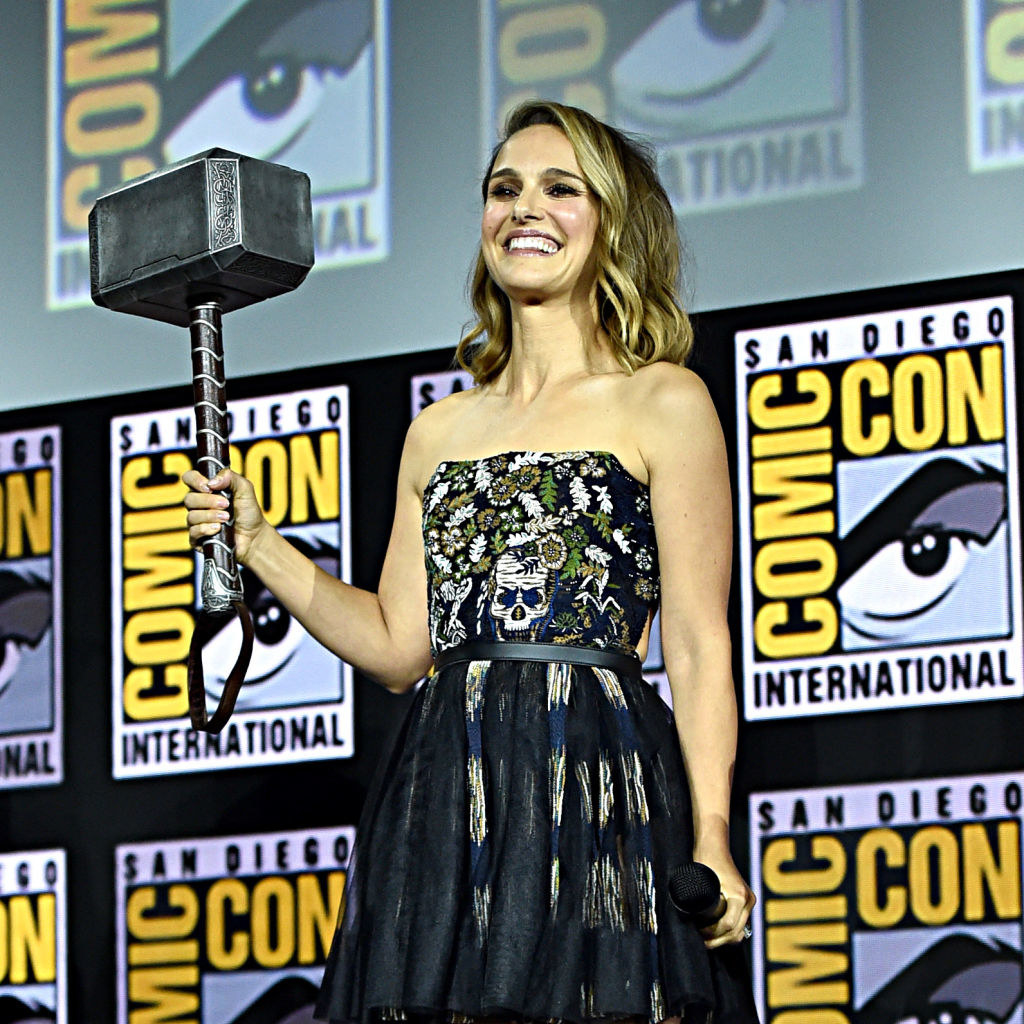 A smiling Natalie Portman holding a very big hammer at San Diego Comic-Con International