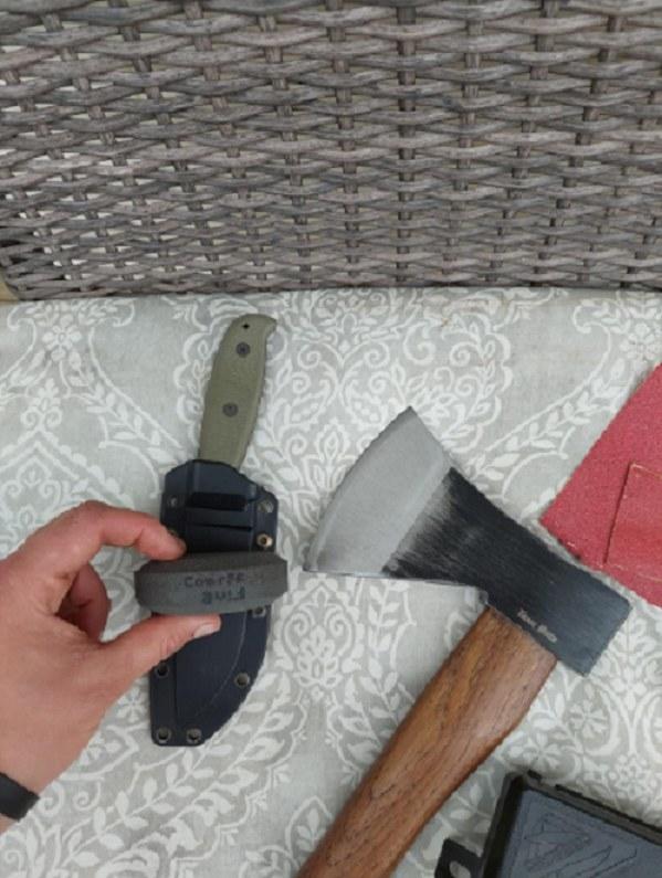 A dual grit multipurpose sharpener