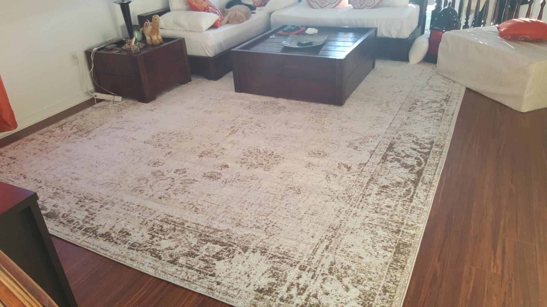 The rug in white