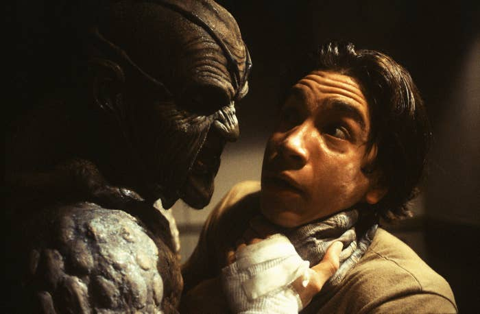 The monster thing in Jeepers Creepers chokes Justin Long