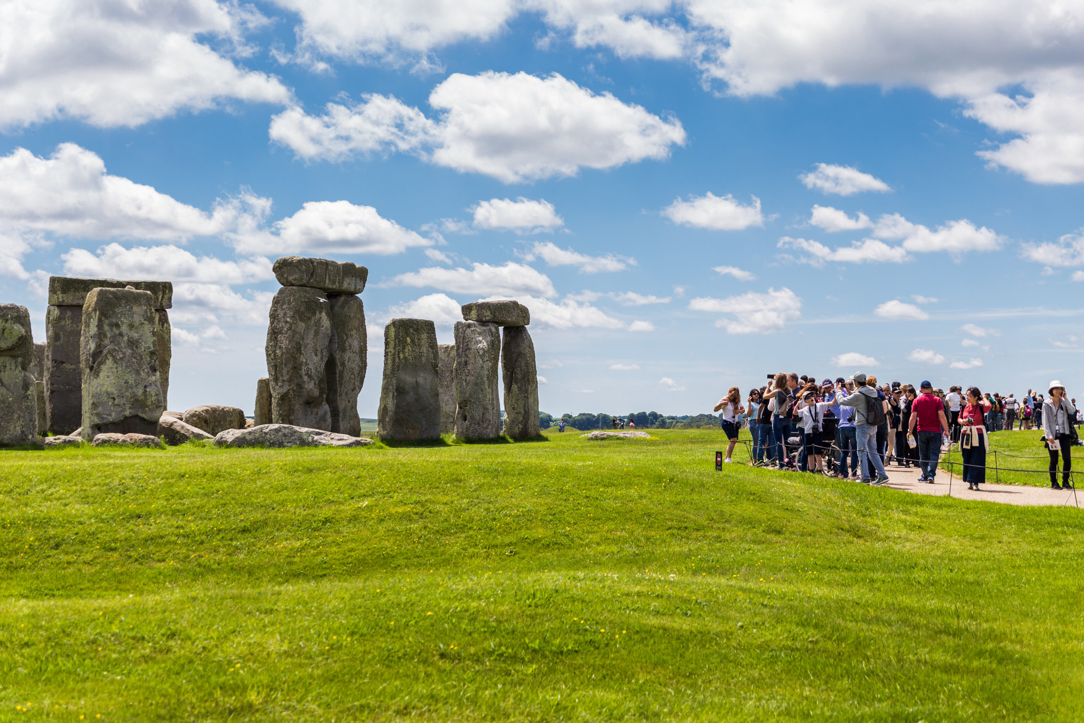 Crowds arriving to visit Stonehenge