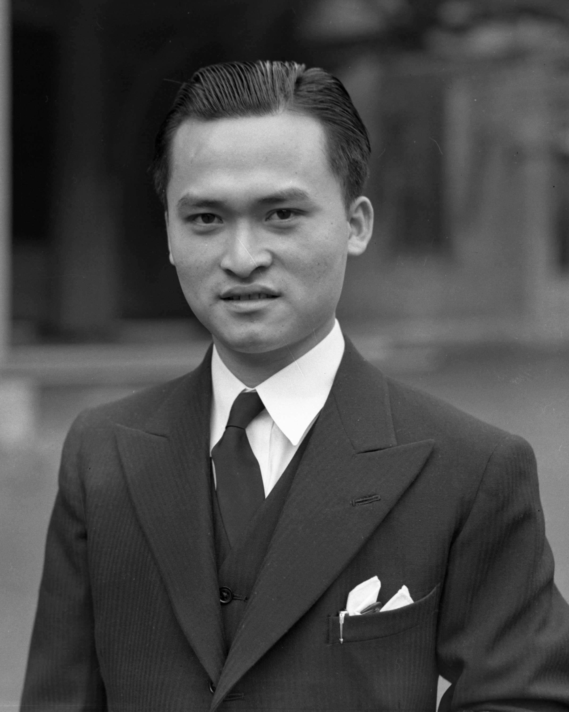 Poon Lim posing for a photo on his trip to London