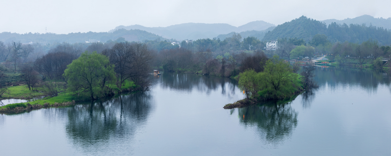 An ominous lake