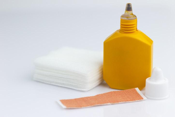 Mercurochrome with a bandage and gauze