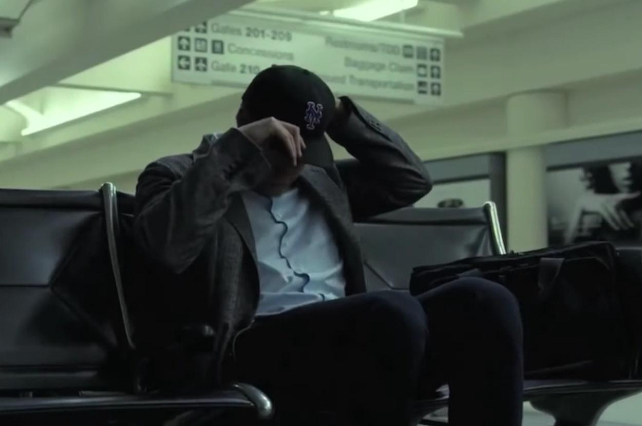 Ben Affleck putting on his Mets hat