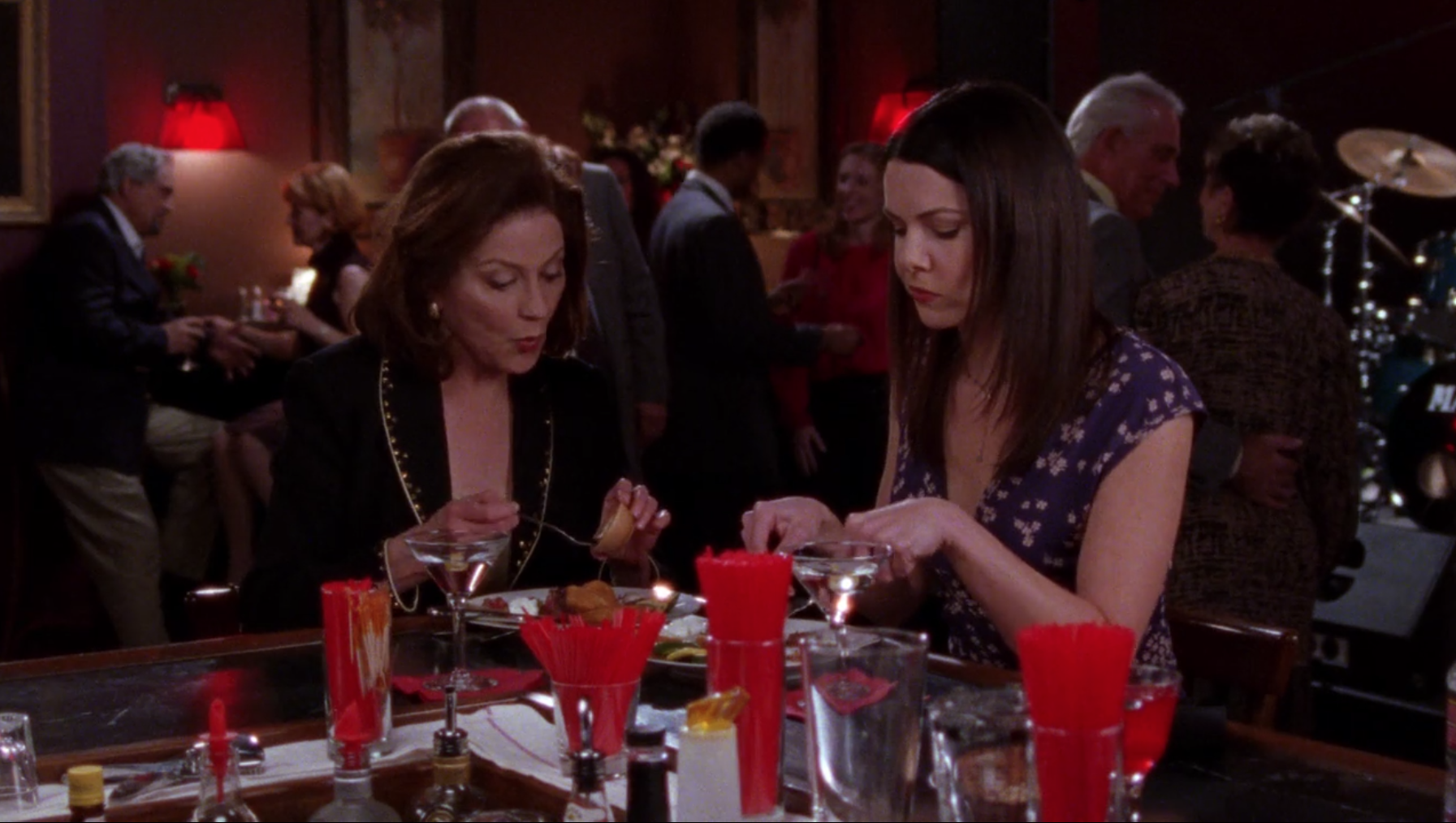 Lorelai and Emily having dinner at the bar