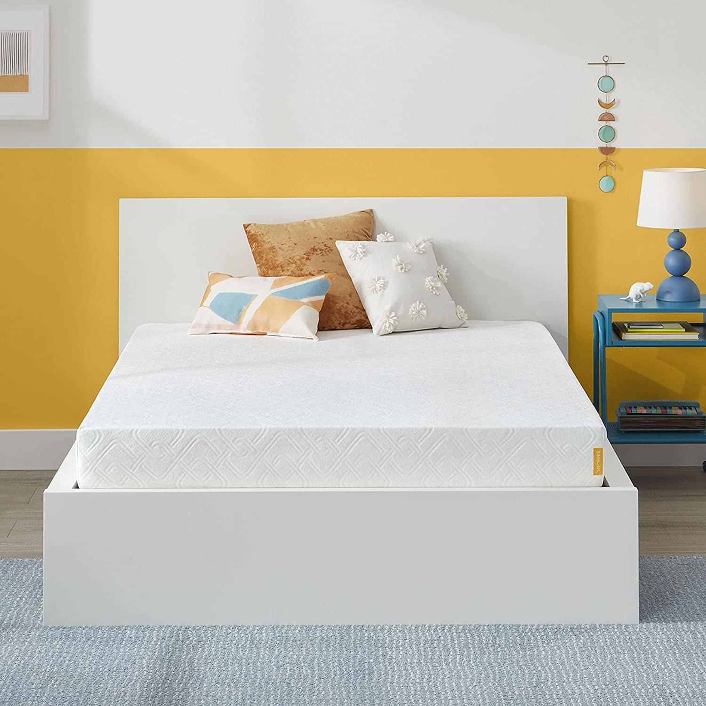 """An image of a 7"""" memory foam mattress"""