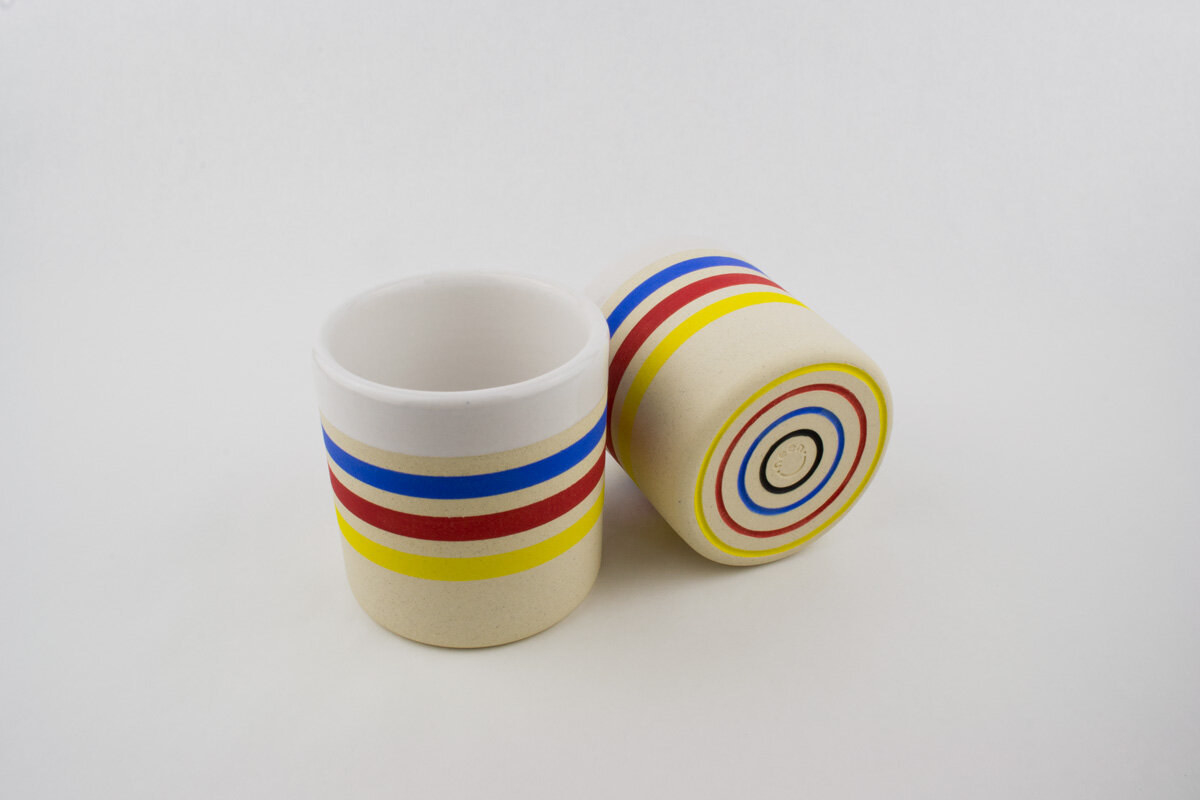 Two quille primary color mugs