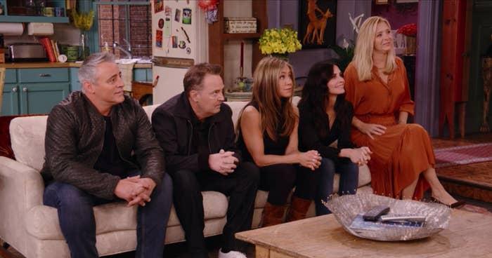 Matt LeBlanc, Matthew Perry, Jennifer Aniston, Courteney Cox and Lisa Kudrow sit on a couch