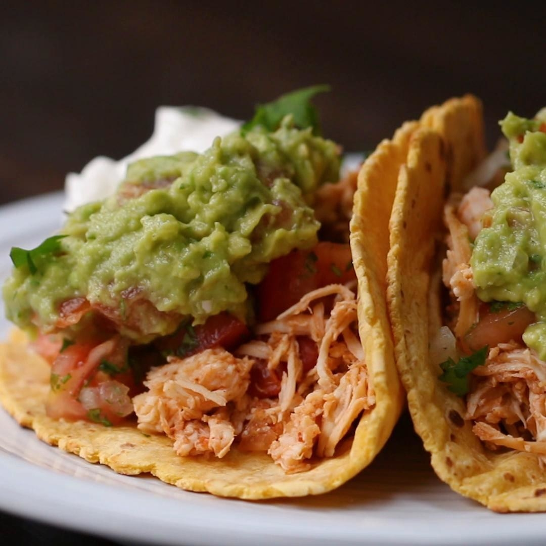 Two chicken tacos on corn tortillas