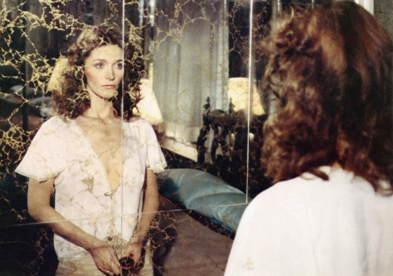 Margot Kidder looks into a mirror at herself