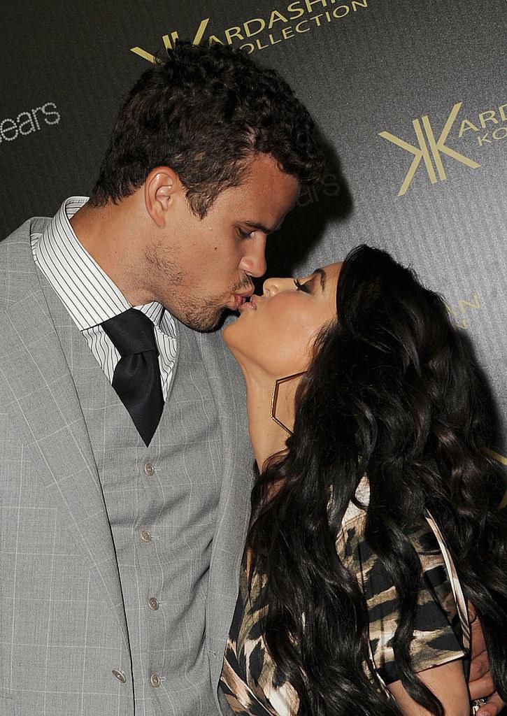 Kim Kardashian (R) and Kris Humphries kiss on the red carpet of the Kardashian Kollection Launch Party