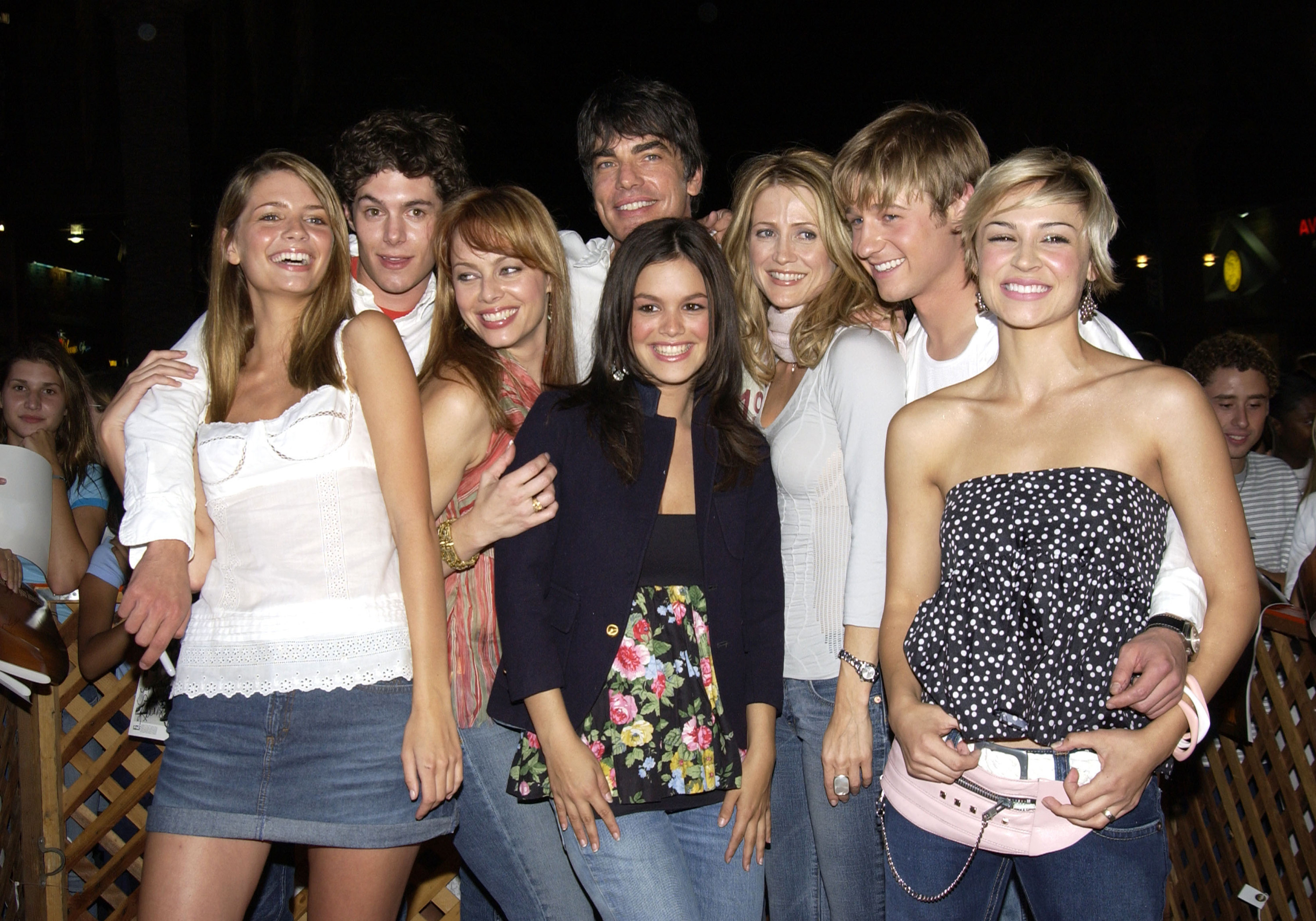 The entire O.C. cast poses for a group photo