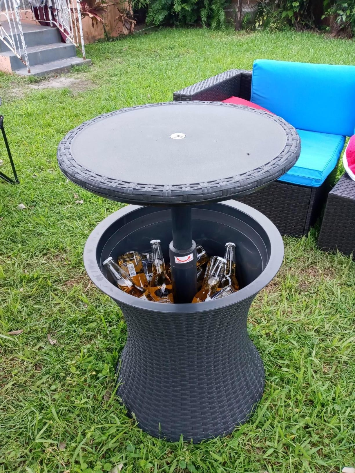 a reviewer's pop up table with drinks in the bottom