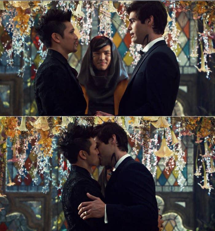 Magnus and Alec kissing at their wedding