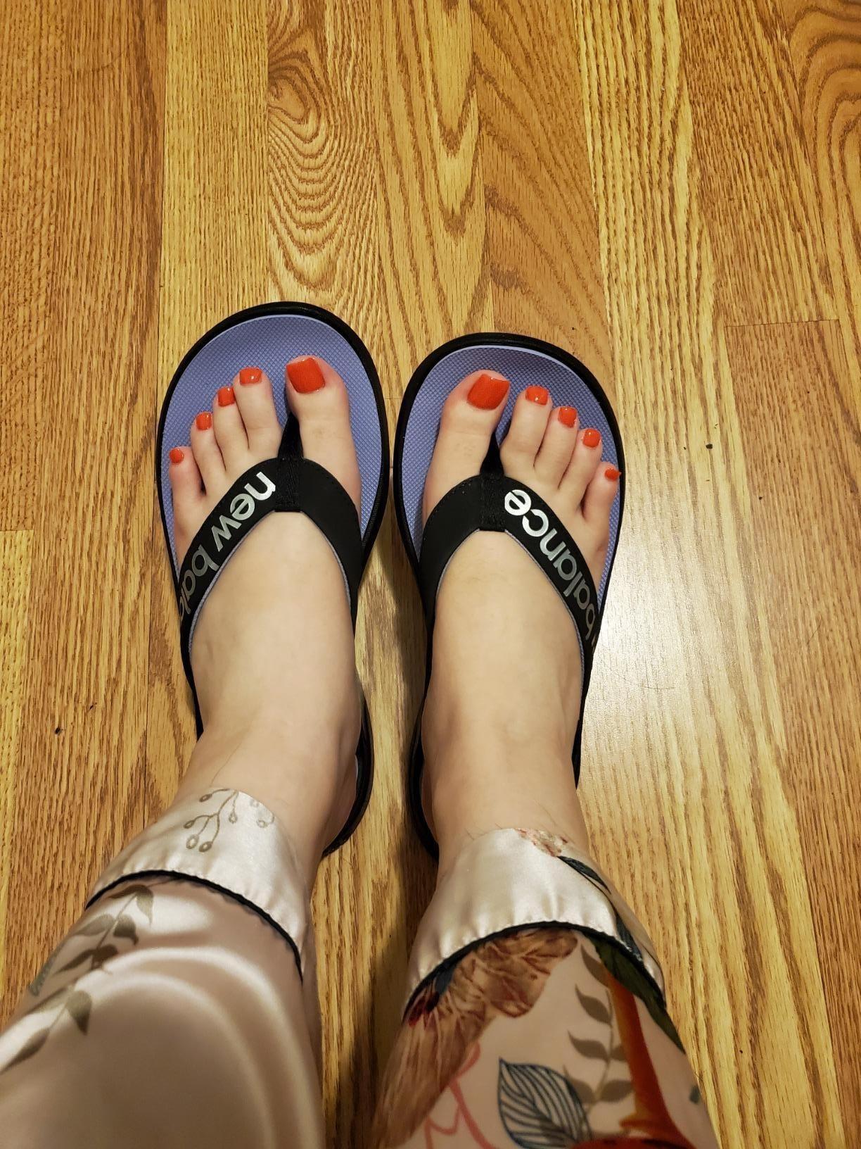 Reviewer wearing New Balance flip-flops in Black/Clear Amethyst/Silvery Metallic
