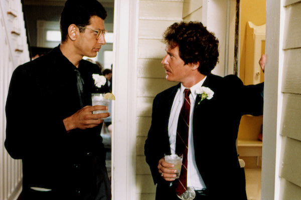 Jeff Goldblum and Tom Berenger chatting over a drink