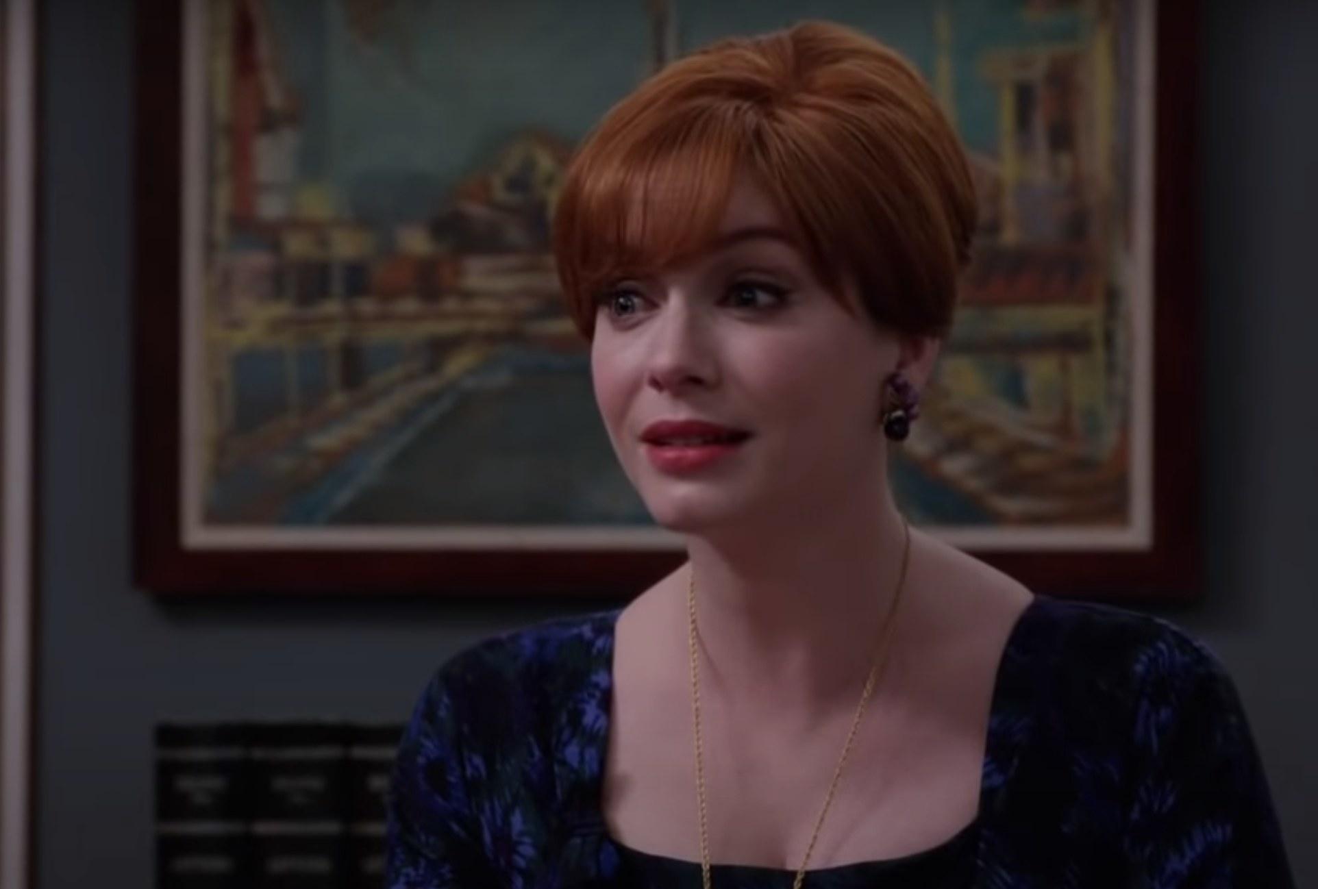 克里斯蒂娜玩琼的屏幕截图,坐在她的办公室