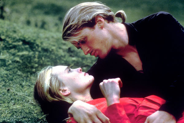 Robin Wright and Cary Elwes sharing an intimate moment.