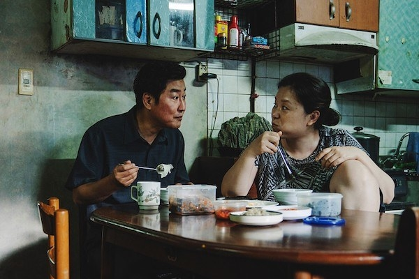 Song Kang-ho and Jang Hye-jin eating some food