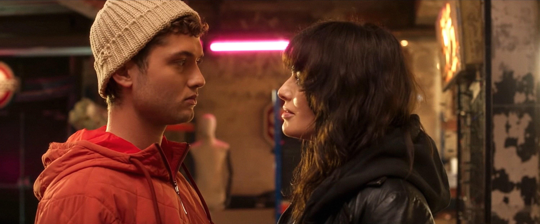 Rafferty talking to Lena Heady in a scene from Twist