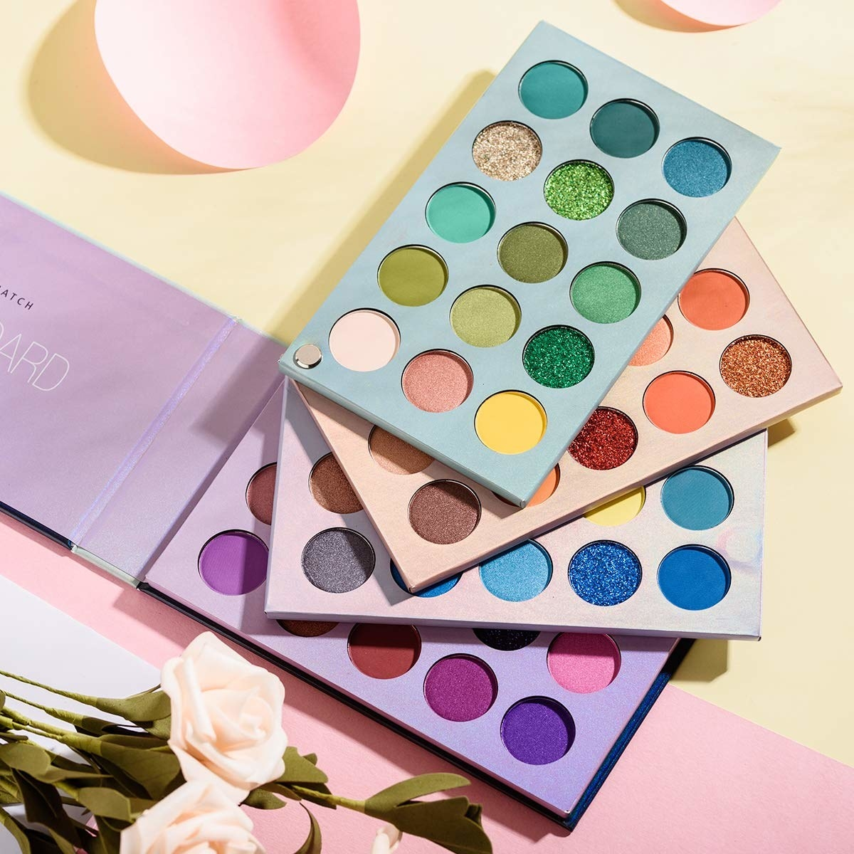 the eyeshadow palette with four layers in a rotary design