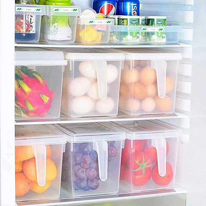 Transparent fridge containers with lids.