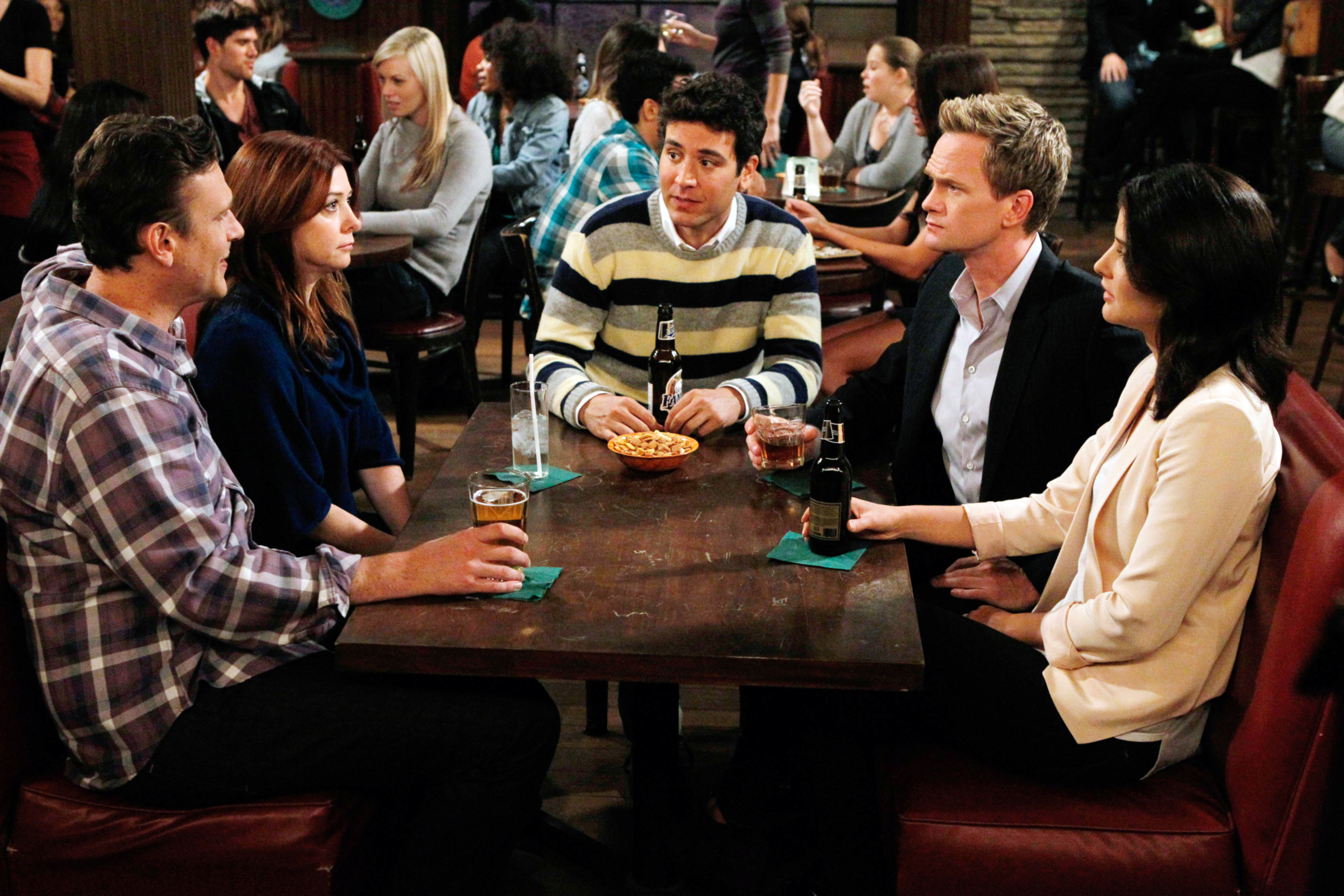 Cast of How I Met Your Mother at a bar