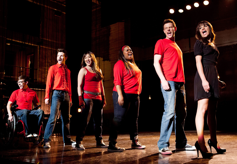 Glee cast singing on stage