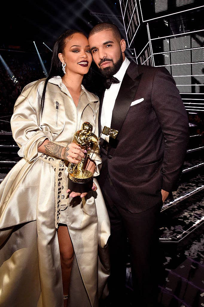 Rihanna and Drake posing for a photo as she holds her MTV Vanguard award