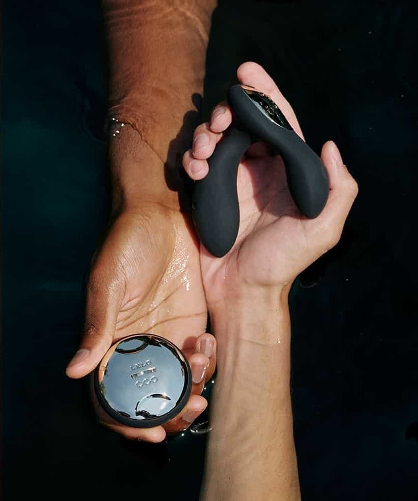 the black hugo in one model's hand and its remote control in another model's hand