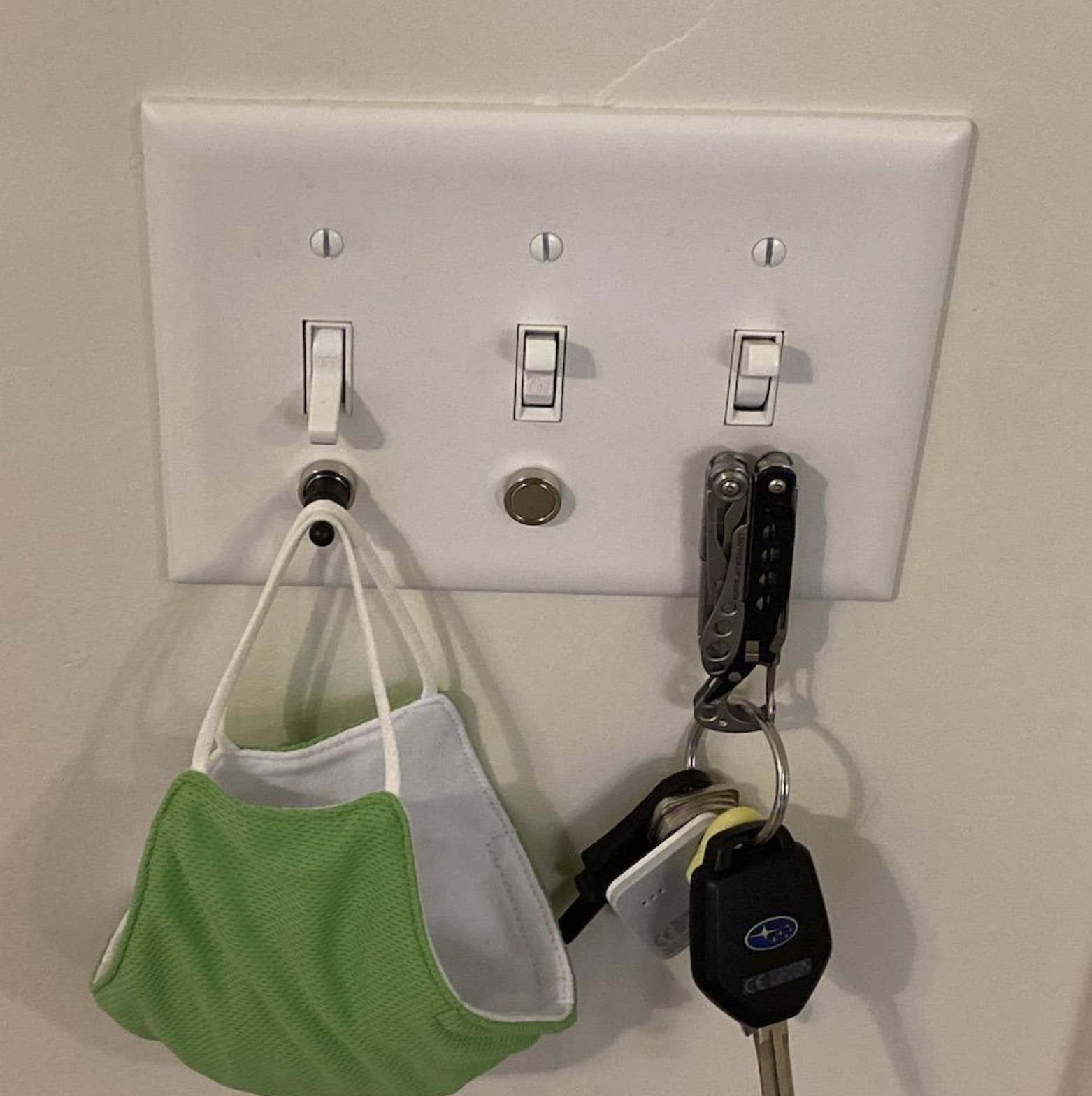 reviewer photo showing their keys and mask hanging from the magnetic rack