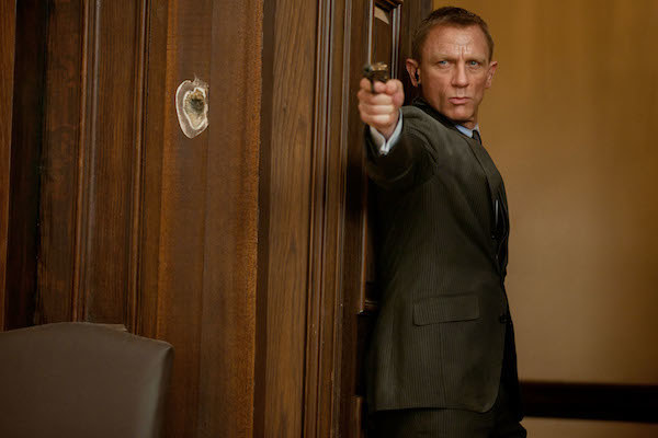 Daniel Craig trying to survive a shootout