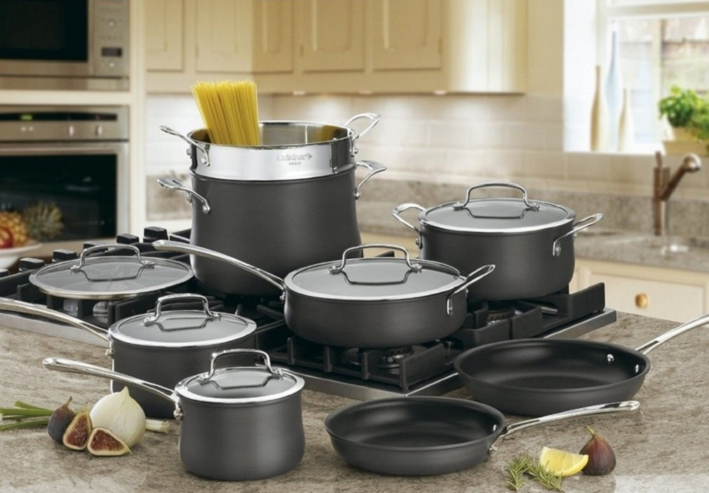 A 13-piece cooking set