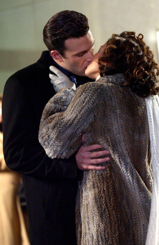 Ben Affleck and Jennifer Lopez kissing on the set of Jersey Girl