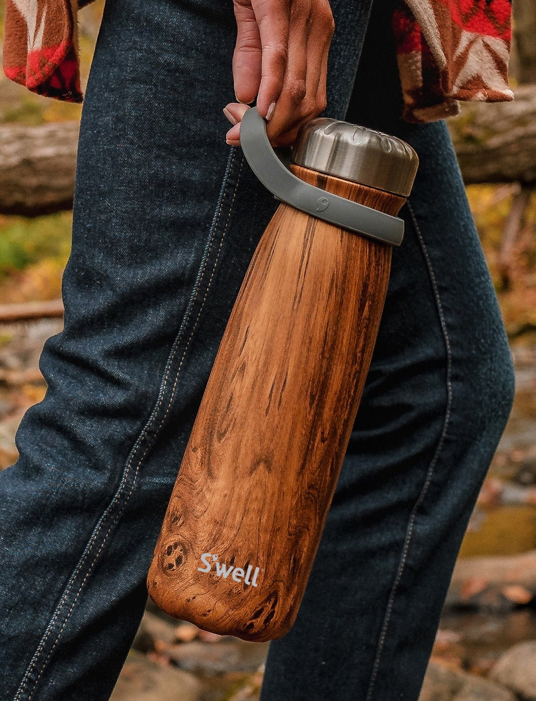model carrying the teakwood traveler water bottle