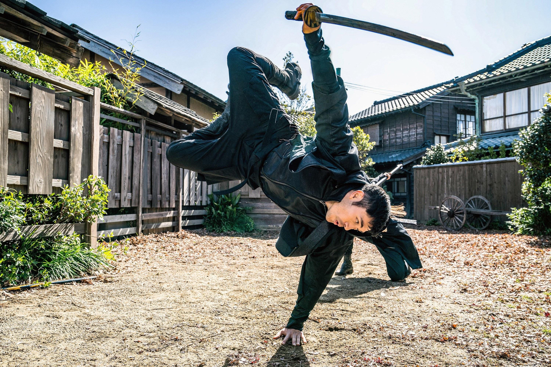 Henry Golding in a sword battle