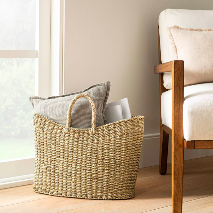 The basket bag filled with pillows and blankets