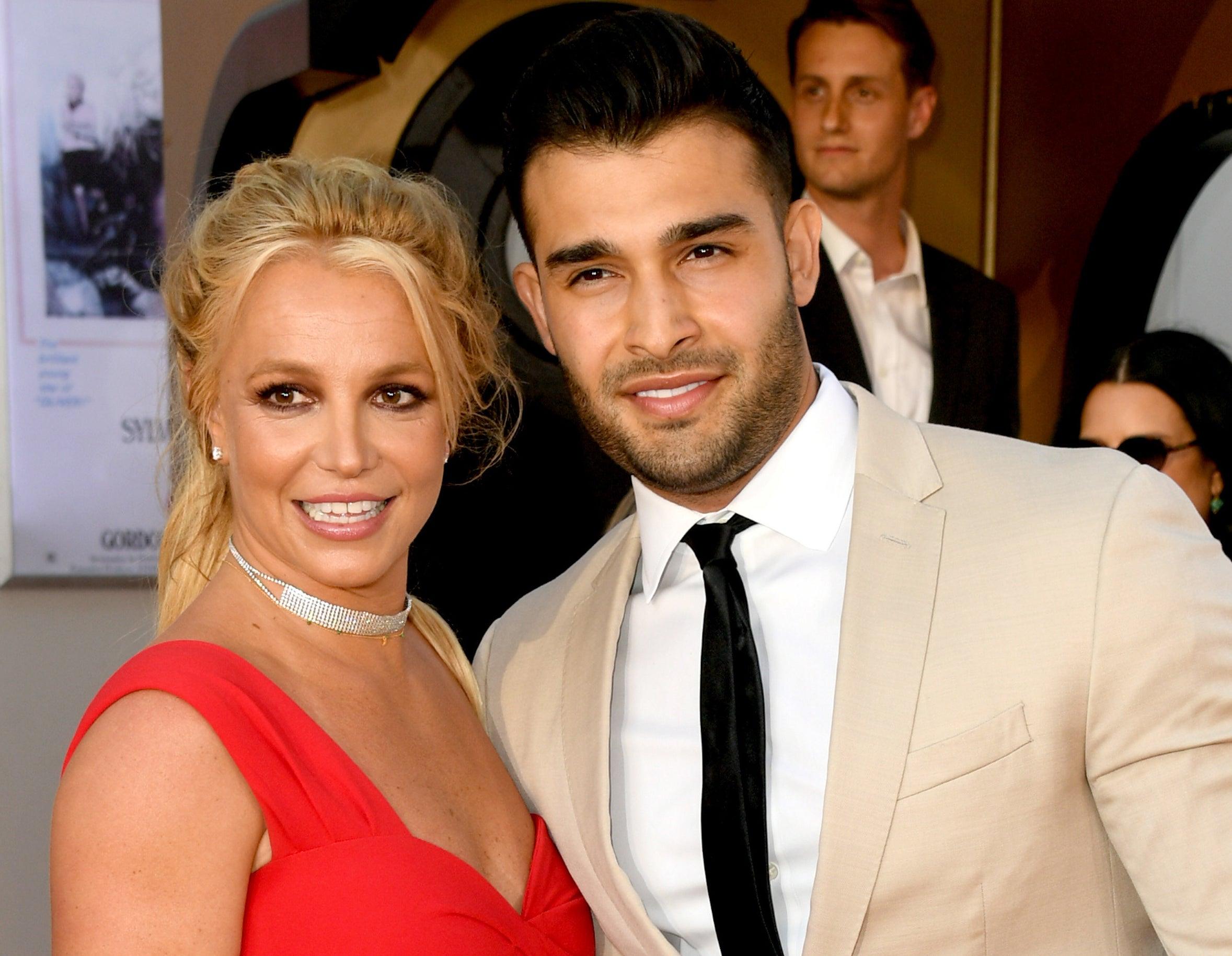 Britney poses with her boyfriend Sam