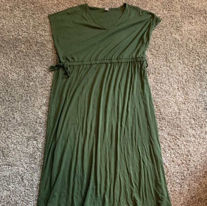 A short sleeve long green dress