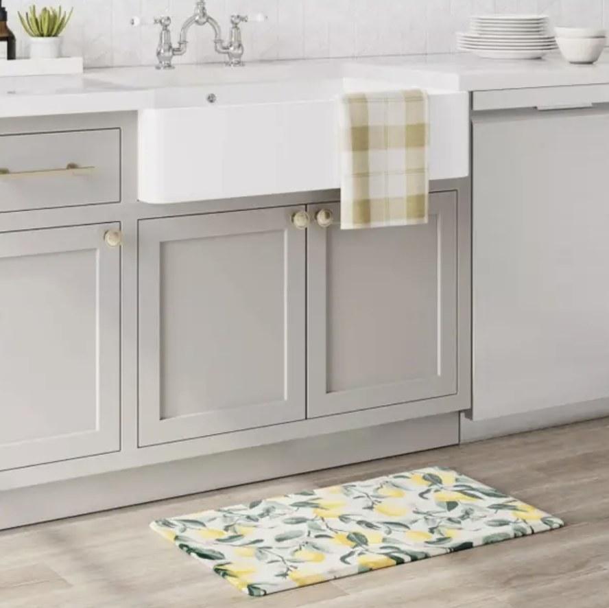 Lemon printed mat in kitchen