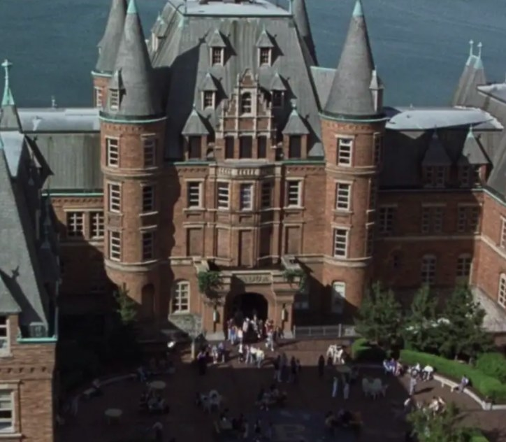 The school that looks like a castle in 10 Things I Hate About You