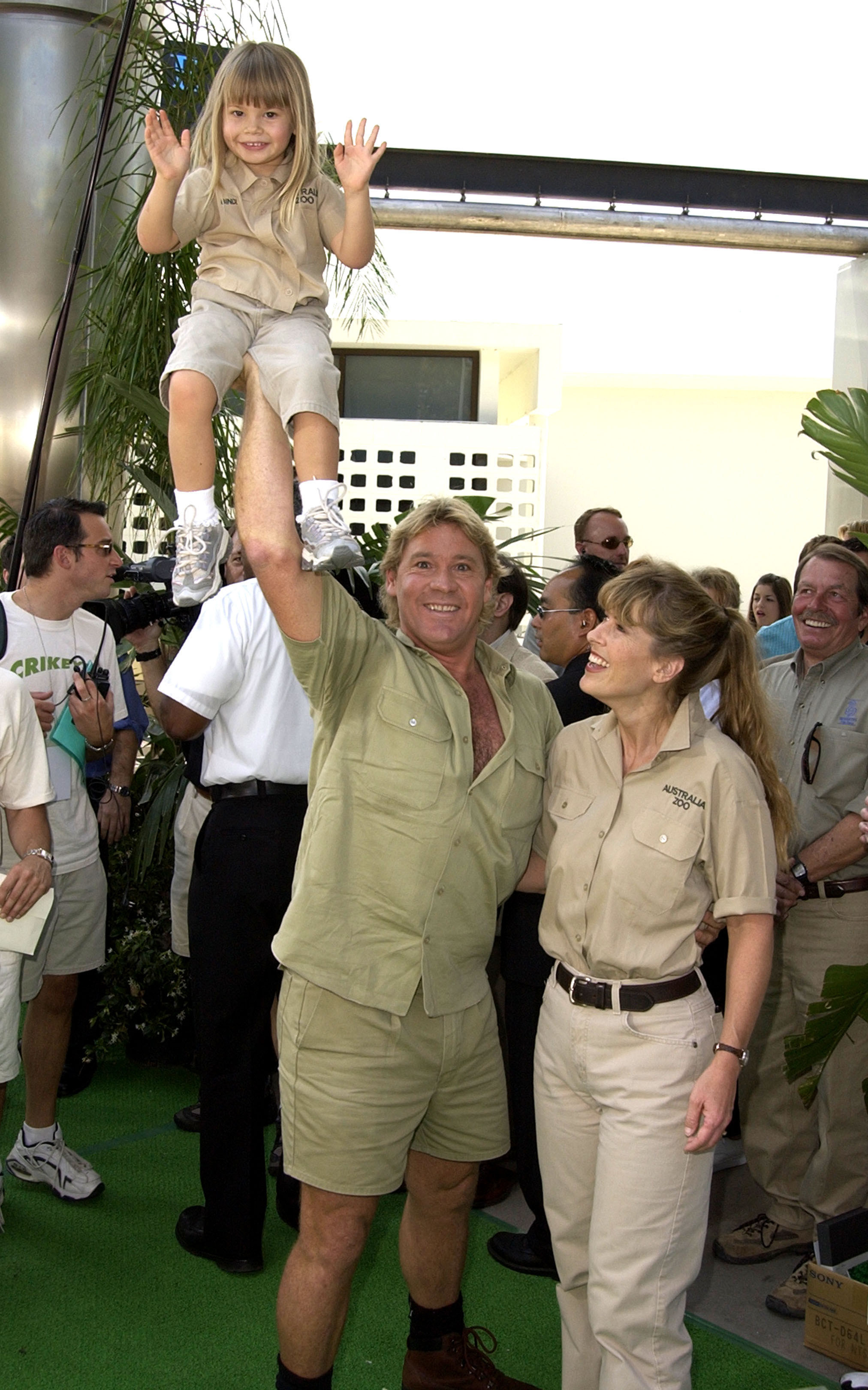 """Steve Irwin holds Bindi in his palm as wife Terri looks on during """"The Crocodile Hunter: Collision Course"""" premiere at Arclight Cinerama Dome in Hollywood"""