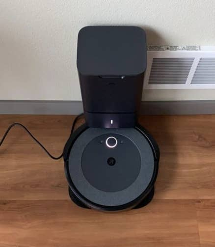 a reviewer's vacuum charged on its base
