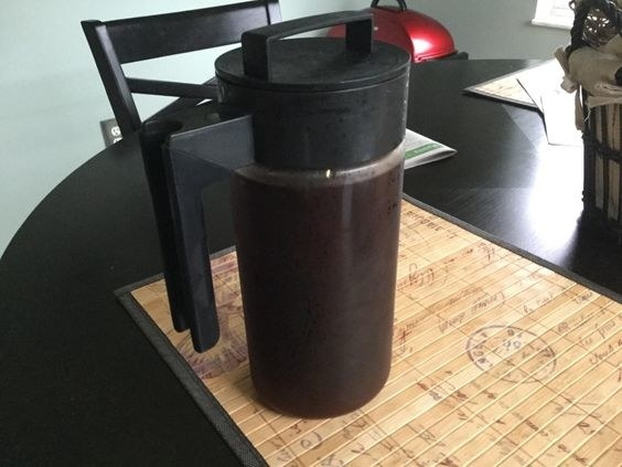 the cold brew maker with cold brew in it