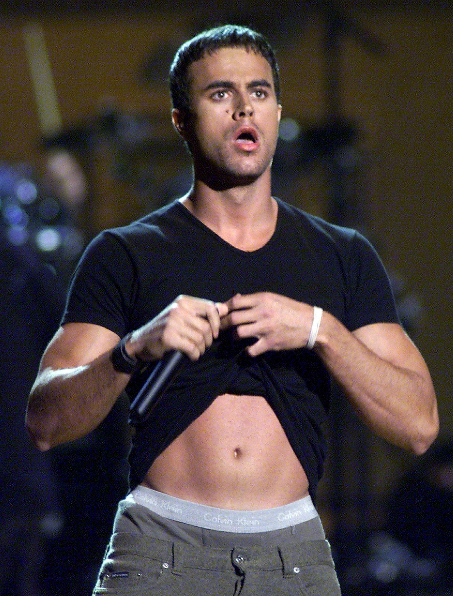 Enrique Iglesias onstage lifting his shirt