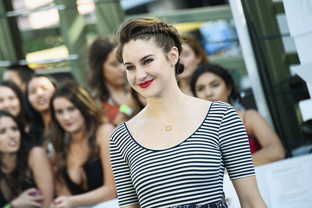 Shailene Woodley attends The 2015 MTV Movie Awards