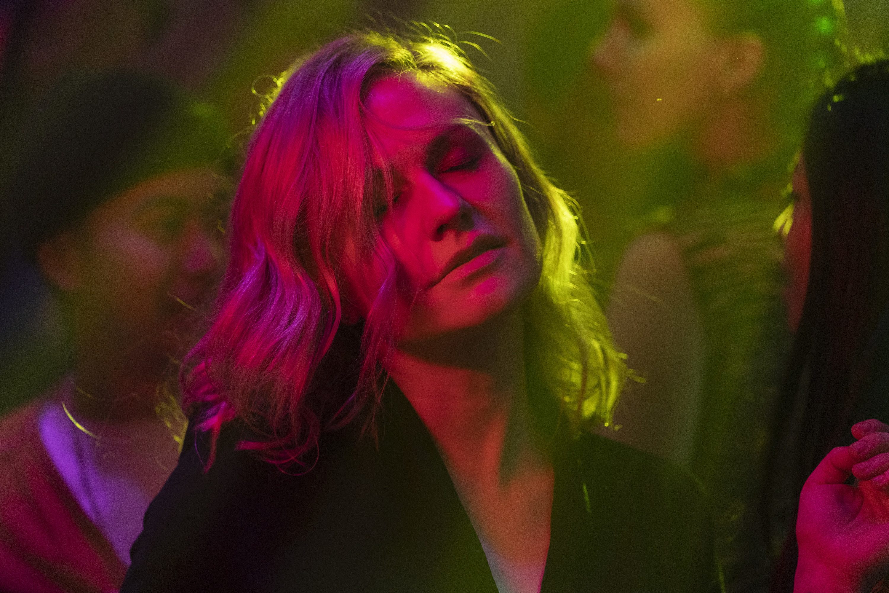 a still of actor Anna Paquin as Robyn in the series Flack