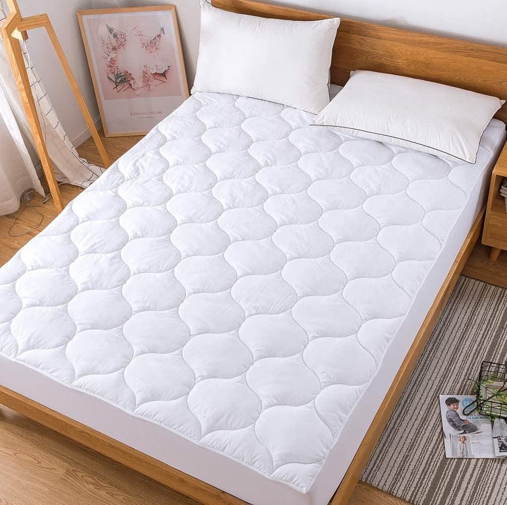 Decroom Twin XL Mattress Pad on a bed